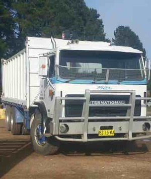 1990 2350D Acco w 6m Tipping Tray