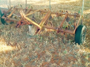 Scarifier 8 ft wide 9 tynes old but in good cond