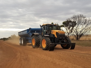 70kph JCB Fastrac 8330 speeds up Harvest for Esperance Farmer
