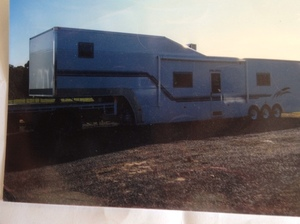 Moule Custom 5th wheel Trailer / Caravan - 2% + GST Buyer's Premium on all Lots