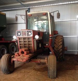 International 1486 Tractor, Duals, good transmission however engine needs a rebuild.