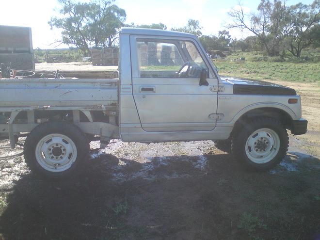 Suzuki tray back ute for sale