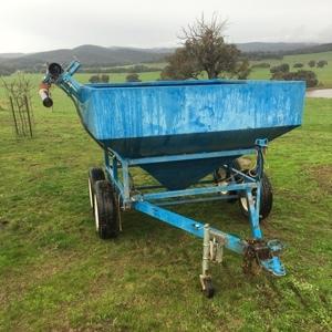 Grain feeder trailer w/Auger