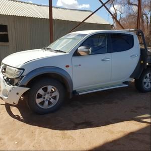 White Mitsubishi Triton for parts