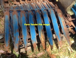WANTED - Sorghum Fingers full set to suit John Deere 200 Series 30ft Front.