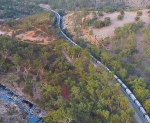 Record 9000 tonne WA Grain Train stretches 1.8km