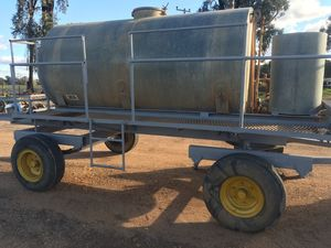 5000 litre gal tank on trailer with honda pump