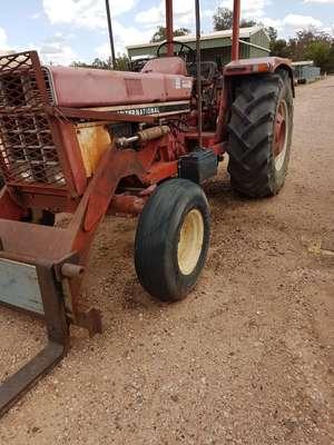 International 855 S Tractor