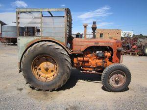 Under Auction - Vintage Tractor CASE LA - 2% Buyers Premium on all Lots