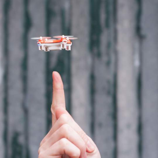 TheWorld SKEYE SKEYE smallestdrone dronedesign technology tech innovation thebestdrone jebigalifestyle gift giftidea lifestylemagazine birthdaypresent