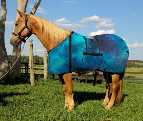 Capa Protetora com Barrigueira Boots Horse Constelação Azul