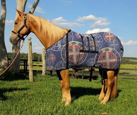 Capa Protetora com Barrigueira Boots Horse Medalha de São Bento