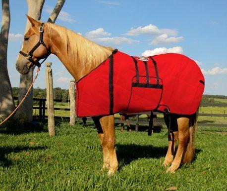 Capa Protetora com Barrigueira Boots Horse Vermelha