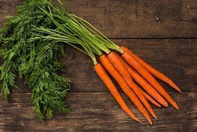 Thumb 400 various farms organic carrots bunch