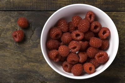 Thumb 400 various farms organic raspberries 6 oz