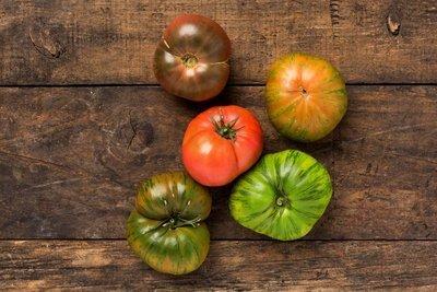 Thumb 400 various farms organic mixed heirloom tomatoes lb
