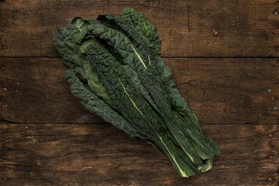 Thumb 400 little organics organic dino kale bunch
