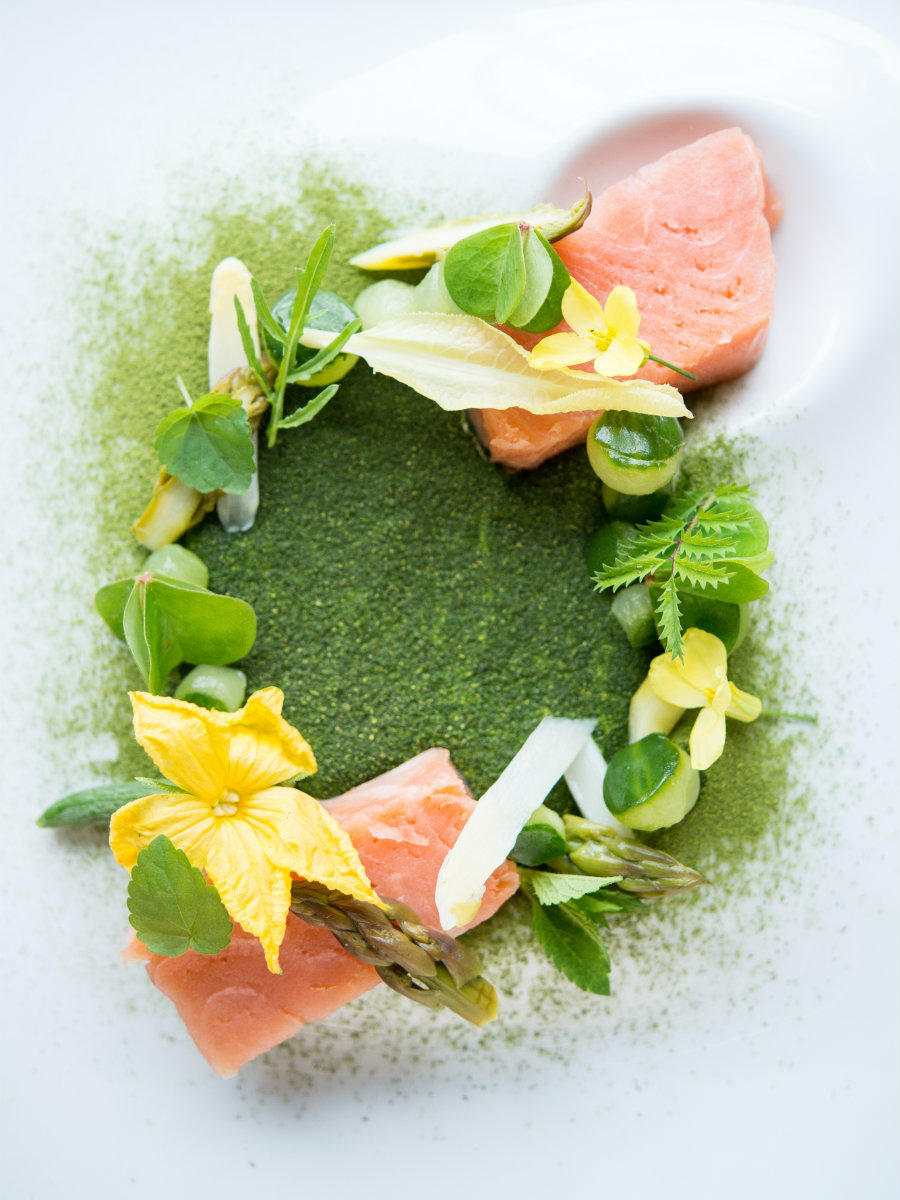 Cold poached salmon, asparagus, horse radish and bergamot powder.