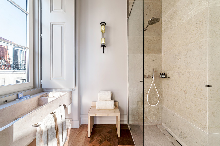 The Arch Suite's bathroom at Verride Palacio Santa Catarina.