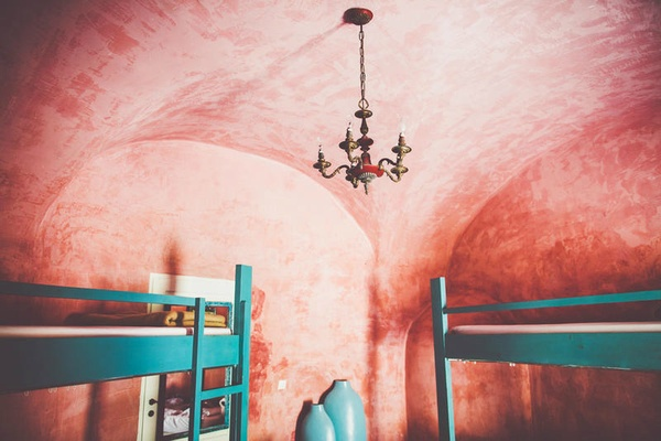 Caveland dorm, Santorini