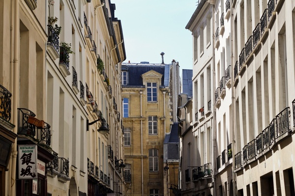 Finding the Paris Way When You Are Lost in Cheeseland