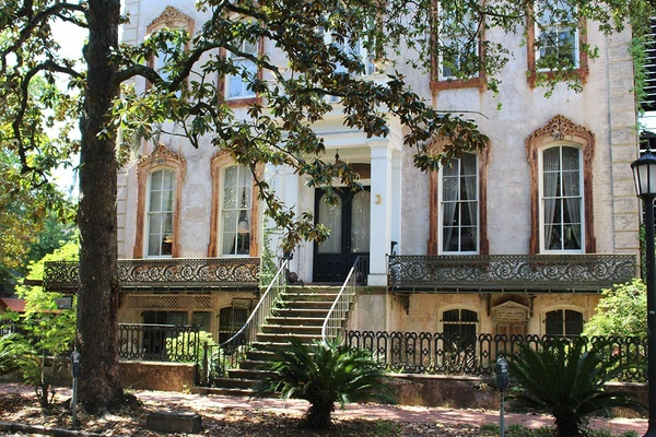A design guide to savannah s historic district fathom for Historic houses in savannah ga