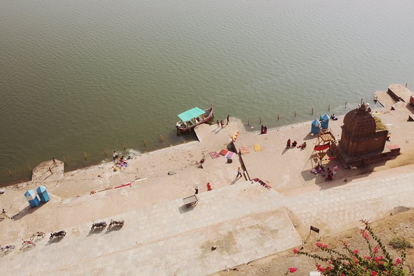 Maheshwar is a small town in the state of Madya Pradesh, India