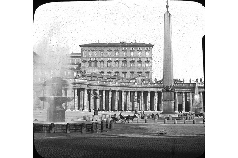 "The Vatican residence, obelisk, and fountains in St. Peter's Square, Rome. Photo: <a title=""Brooklyn Museum"" href=""http://www.flickr.com/photos/brooklyn_museum/2830834917/""target=_blank"">Brooklyn Museum</a> / Flickr"