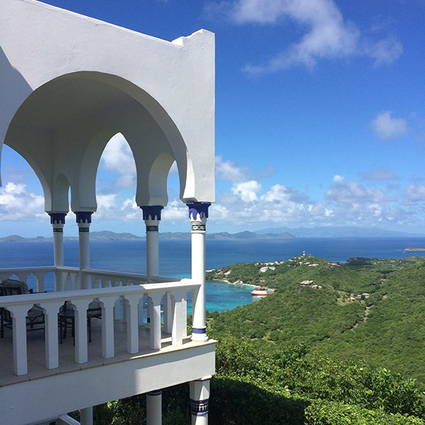 Mustique, St. Vincent and the Grenadines / @eahoneymoons