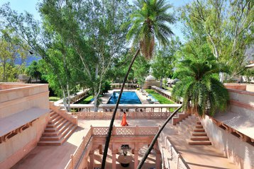 Classe Touriste tours India Amanbath.