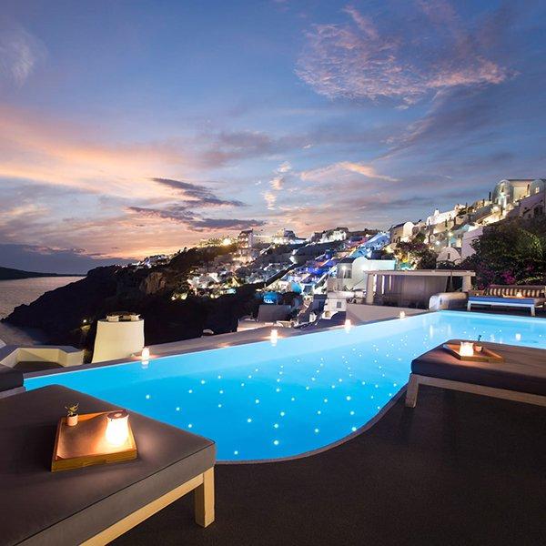 Santorini, Greece / @katikieshotel