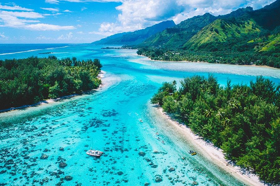 Mo'orea overhead photo in French Polynesia - Saltywings