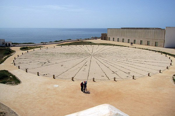 Rosa dos ventos, a 43-meter compass constructed out of pebbles.