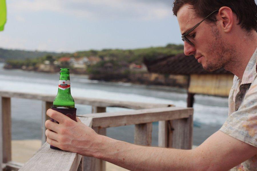 Mahana Point Cliff Bar