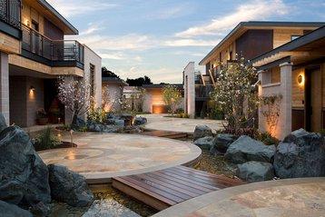 The magnolia courtyard at Bardessono.