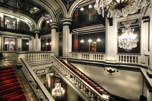 The lobby of Saint James Paris.