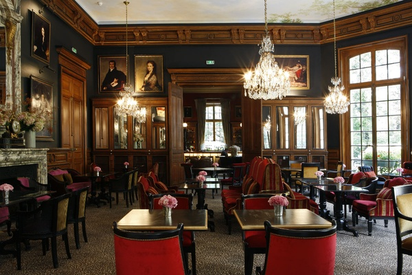 The restaurant at the Saint James Paris.