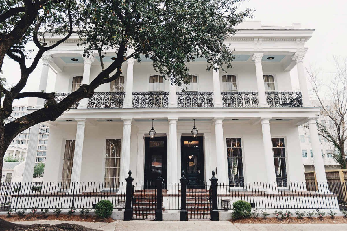 a new orleans hotel near the parade route but far from the circus