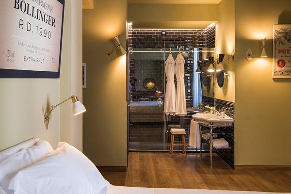 Suite De Luxe Bathroom View