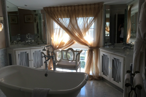 Villa Gallici bathroom
