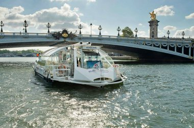 Water Taxi on the Seine
