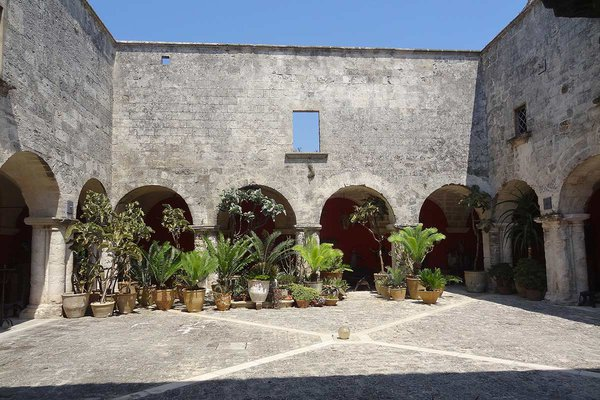 The courtyard at Il Convento di Santa Maria di Constantinopoli.