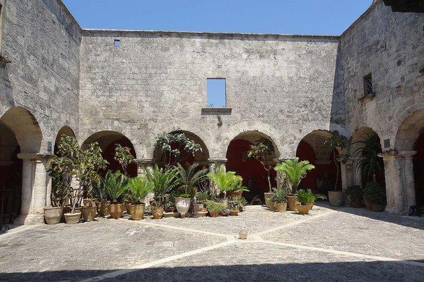 The courtyard at Il Convento di Santa Maria di Constantinopoli.
