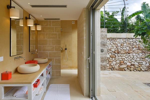bathroom at Masseria Trapana