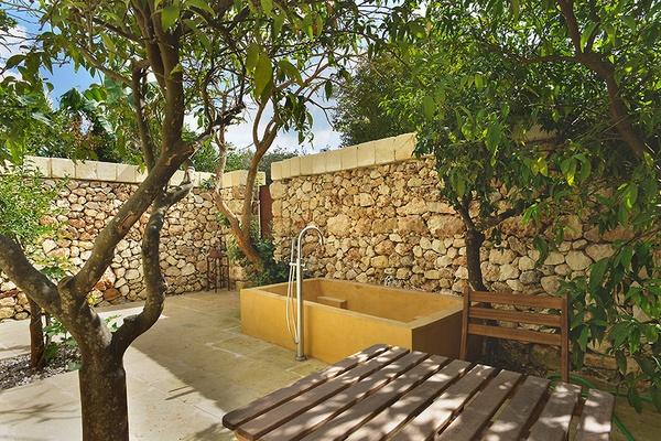 outdoor bath at Masseria Trapana