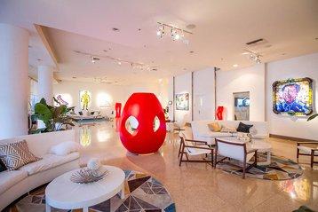 Lobby art gallery of the Sagamore Miami Beach.