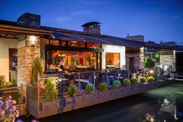 Amphora River Cafe, Belgrade, Serbia