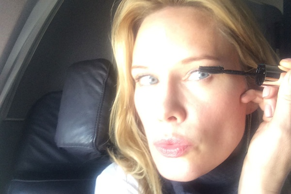 How to put on makeup on a plane