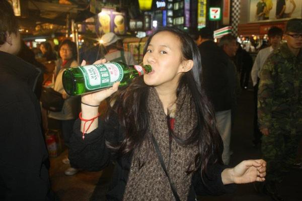 Cyrena drinking Taiwan Beer