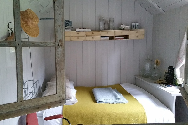 A guest room at L'Epicerie du Paps in Vascoeuil, France